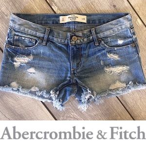 EUC: A&F LOW RISE DISTRESSED JEAN SHORT